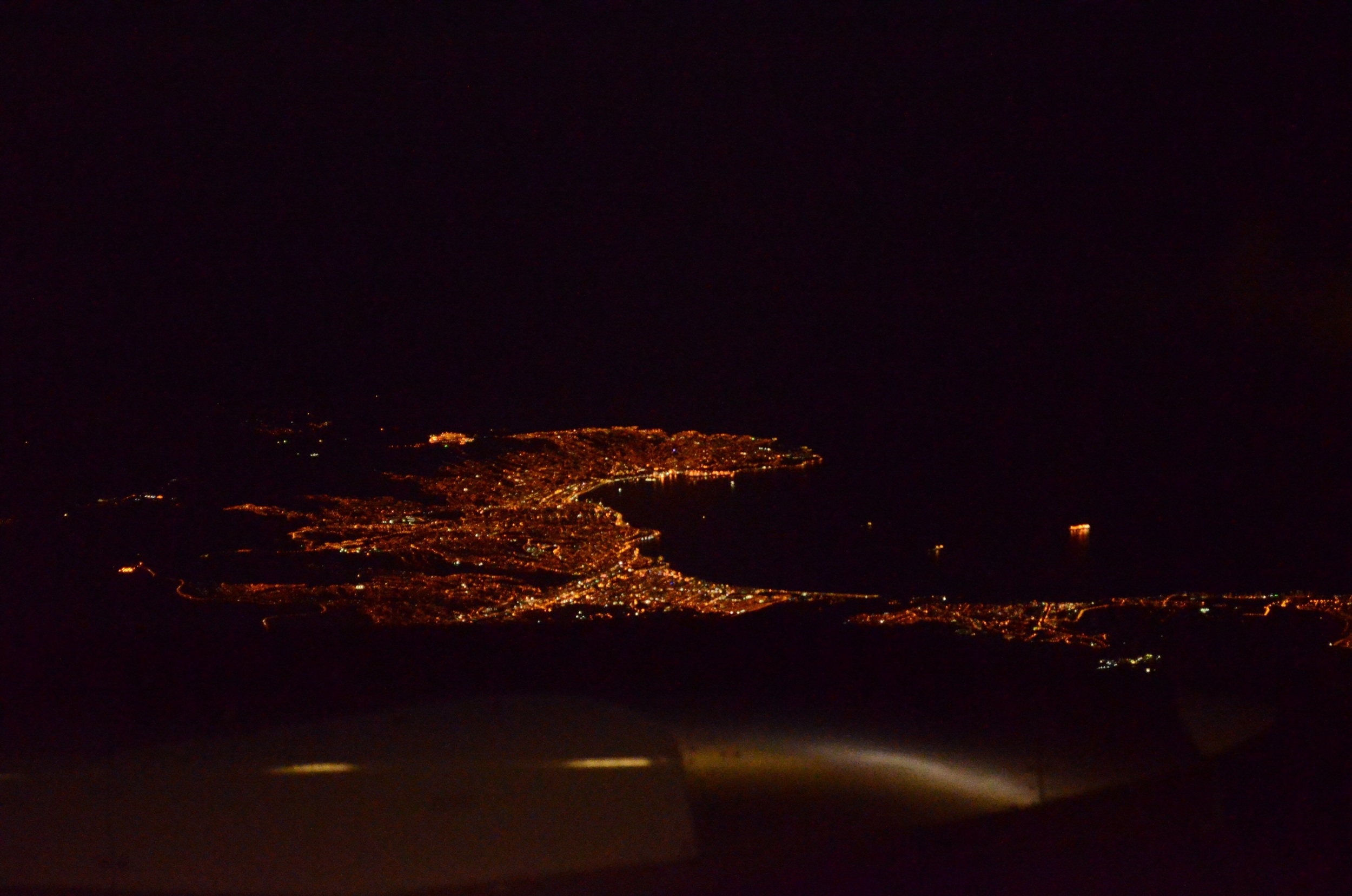 Coast town lights at night from the plane (I'm guessing they're Valparaiso and Viña del Mar) // 3 april 2015