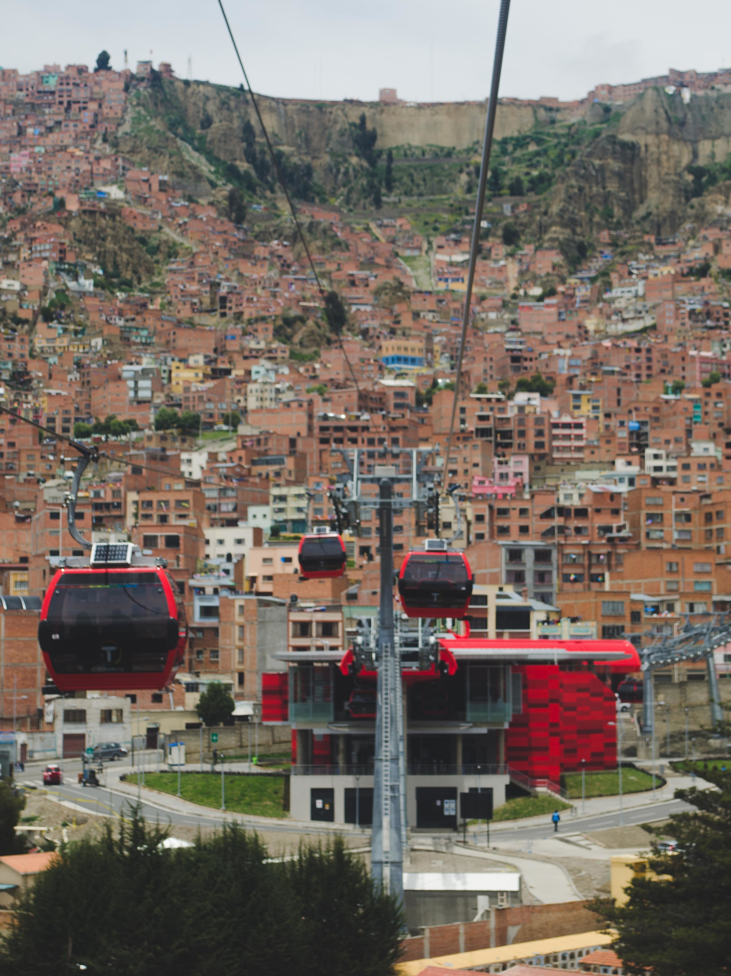 one of the red stations along the route to El Alto
