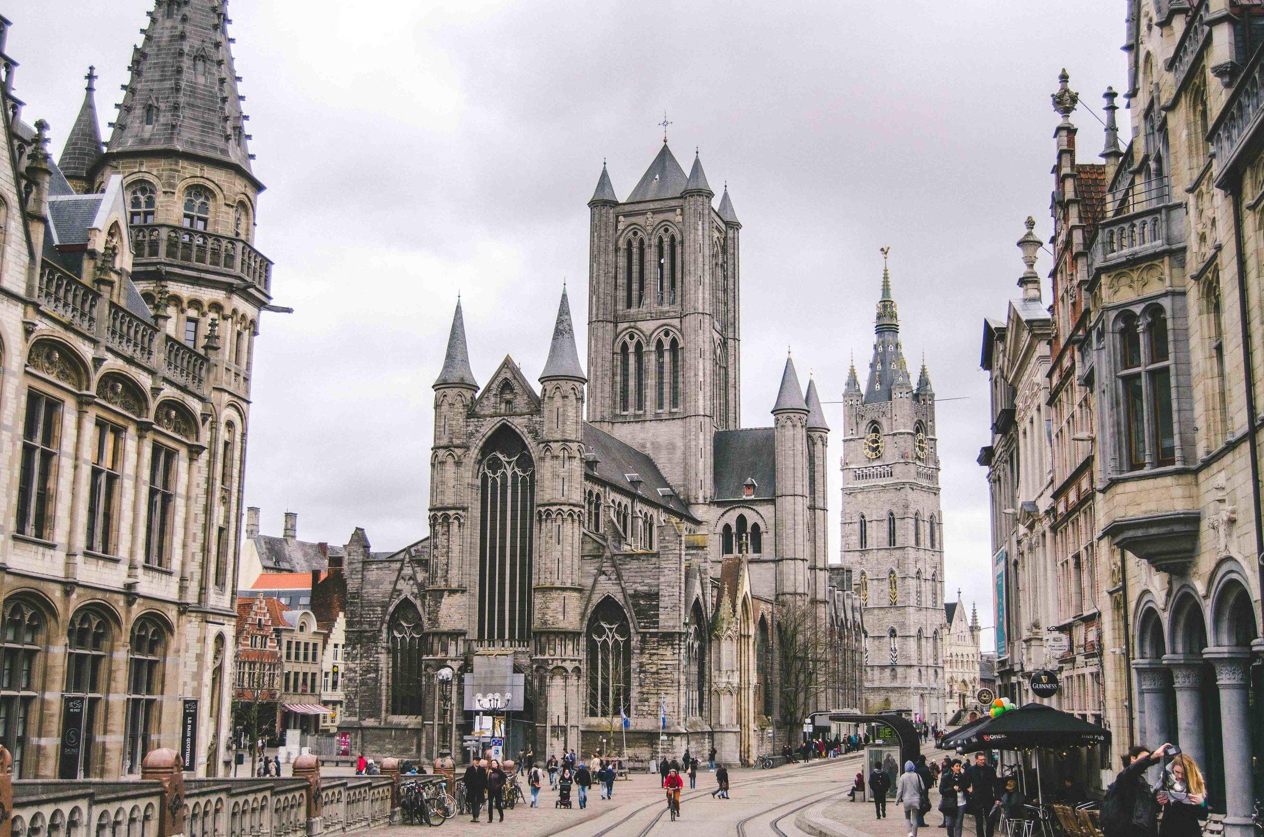 Saint Nicholas' Church / Sint-Niklaaskerk / with a major tram and bus intersection
