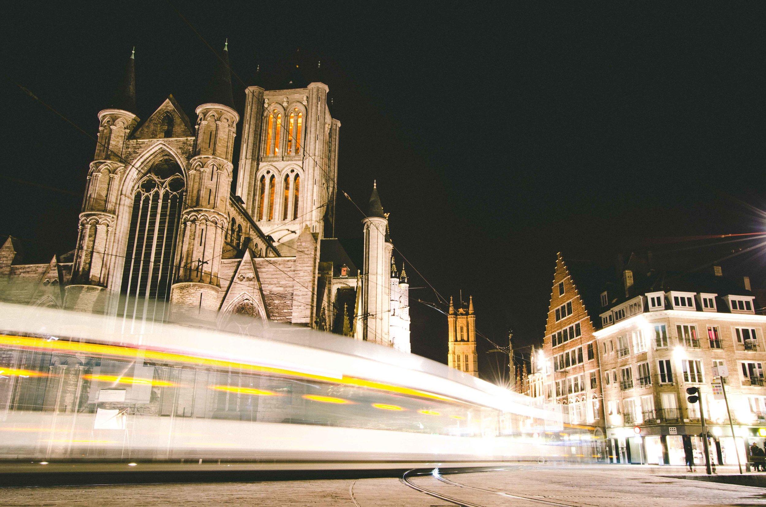 Saint Nicholas' Church at night