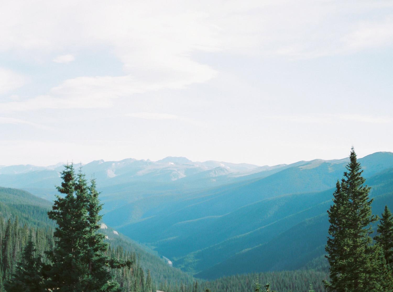 Sophisticated-Devils-Thumb-Ranch-Wedding-Colorado-4.jpg