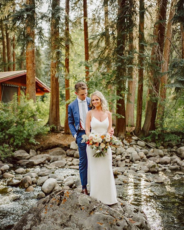 Wow, I can't believe it has been a year (and a day...) since these two amazing people were married at one of the most incredible weddings ever! Tents, Taco and slider stations, Topo Chico, Grateful Dead covers from an amazing band - what more could you want? Happy anniversary to these adventurous love birds! . Photo @benjhaisch  Beauty @chelseagarciabeauty and @kacie_mcintosh  Flowers @yonder_house . . . #thatsdarling #pursuepretty #Flashesofdelight #darlingmovement #Calledtobecreative #soloverly #ohwowyes #dowhatyoulove #designisinthedetails #coloradowedding #coloradobride #coloradoweddingplanner #mountainwedding #mountainweddingplanner #denverwedding #denverweddingplanner #realwedding #privateestatewedding