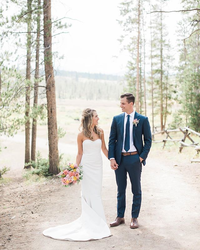 "Yesterday Maddie and John celebrated their first year of marriage! They are my ""anniversary twins"" so I happen to think they chose an incredible date! Happy anniversary to them (and to my lovely husband who has bravely entered our eighth year of marriage, what a trooper!)! . Photo by @kristenpierson Venue @devilsthumbranchweddings  Flowers @honeycombflowers  Beauty @kacie_mcintosh and @bethwalker_ecobeauty  Cake @katypiersoncake . . . #thatsdarling #pursuepretty #Flashesofdelight #darlingmovement #Calledtobecreative #soloverly #ohwowyes #dowhatyoulove #designisinthedetails #coloradowedding #coloradobride #coloradoweddingplanner #mountainwedding #mountainweddingplanner #denverwedding #denverweddingplanner #realwedding #devilsthumbranchwedding #devilsthumbranchweddingplanner"