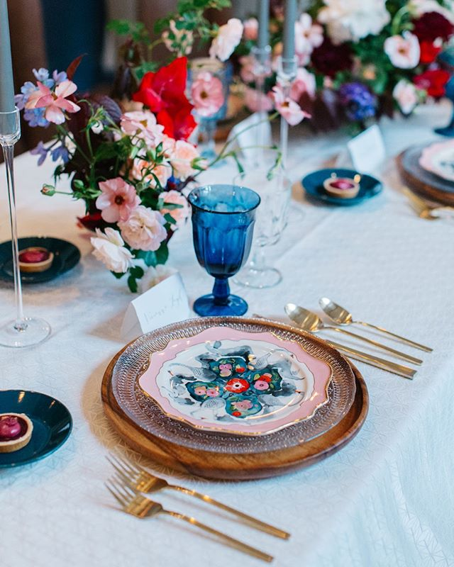 Sometimes you fall in love with a plate and design the rest of your wedding around it! Loving all the color in this tablescape! . Photo @emsaccophoto Floral @laleflorals Venue @teatrodenver Rentals (including the most perfect swan plate) @yonder_house Linen @latavolalinen . . . #thatsdarling #pursuepretty #Flashesofdelight #darlingmovement #Calledtobecreative #soloverly #ohwowyes #dowhatyoulove #designisinthedetails #coloradowedding #coloradobride #coloradoweddingplanner #mountainwedding #mountainweddingplanner #denverwedding #denverweddingplanner #tablescapes #weddingflowers #weddingtablesetting #colorfulwedding