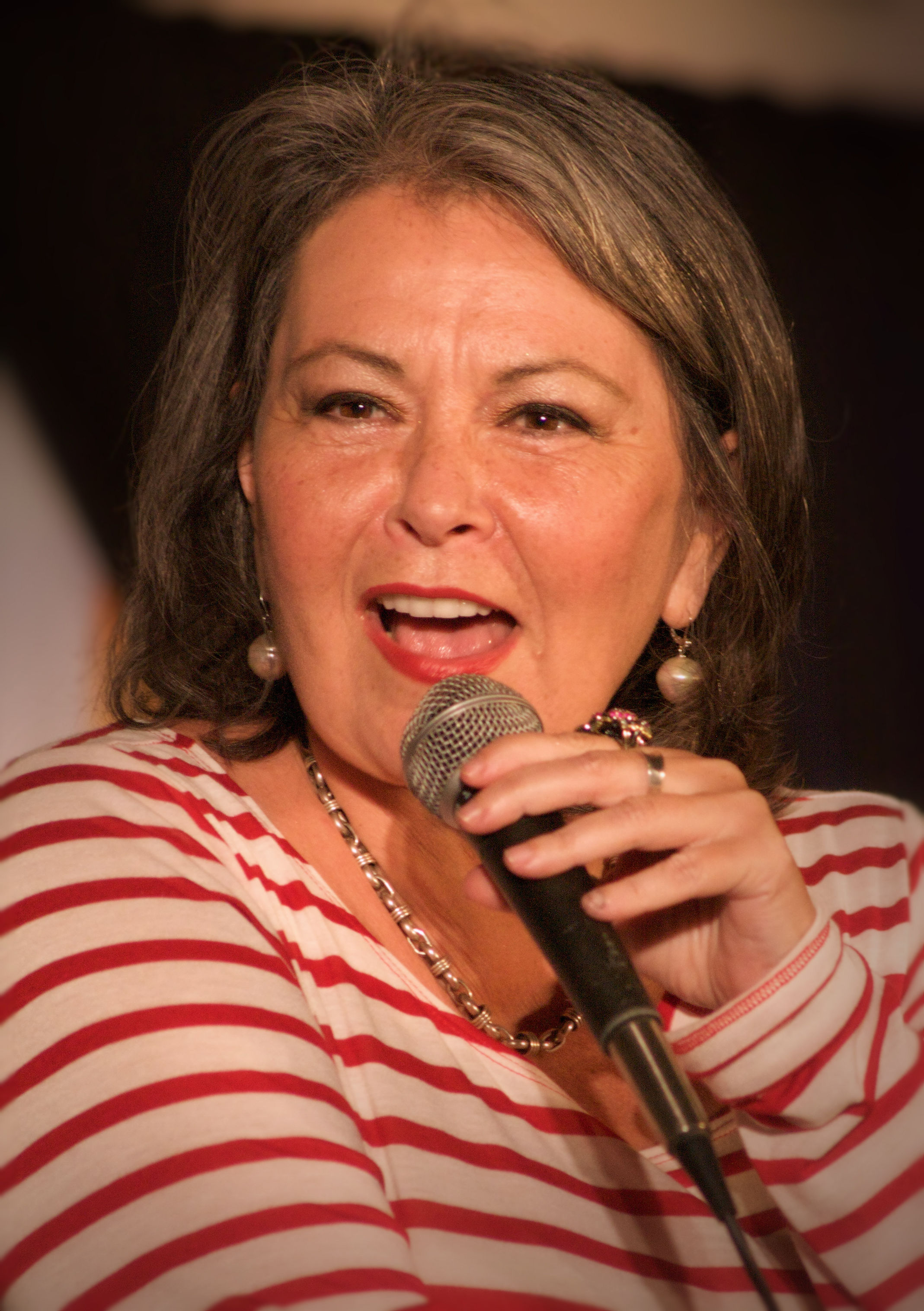 Roseanne Barr at the Hard Rock Café on Maui in 2010. Photograph by Leah Mark.