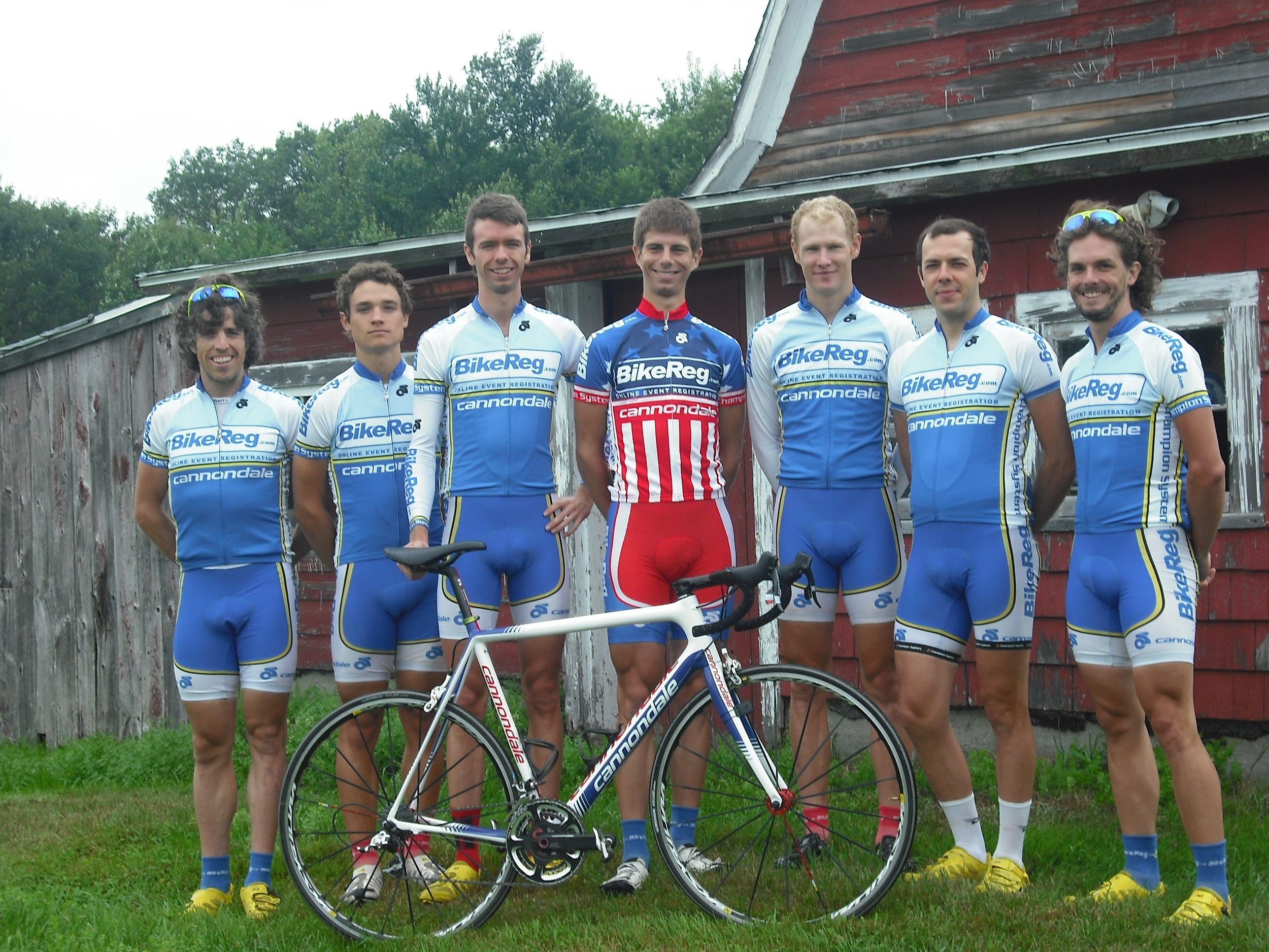 BikeReg.com / Cannondale, 2011, at the Tokeneke RR. Coach Steve on far right.