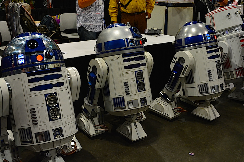 R2D2s hanging like hoodlums. © West of The Rockies