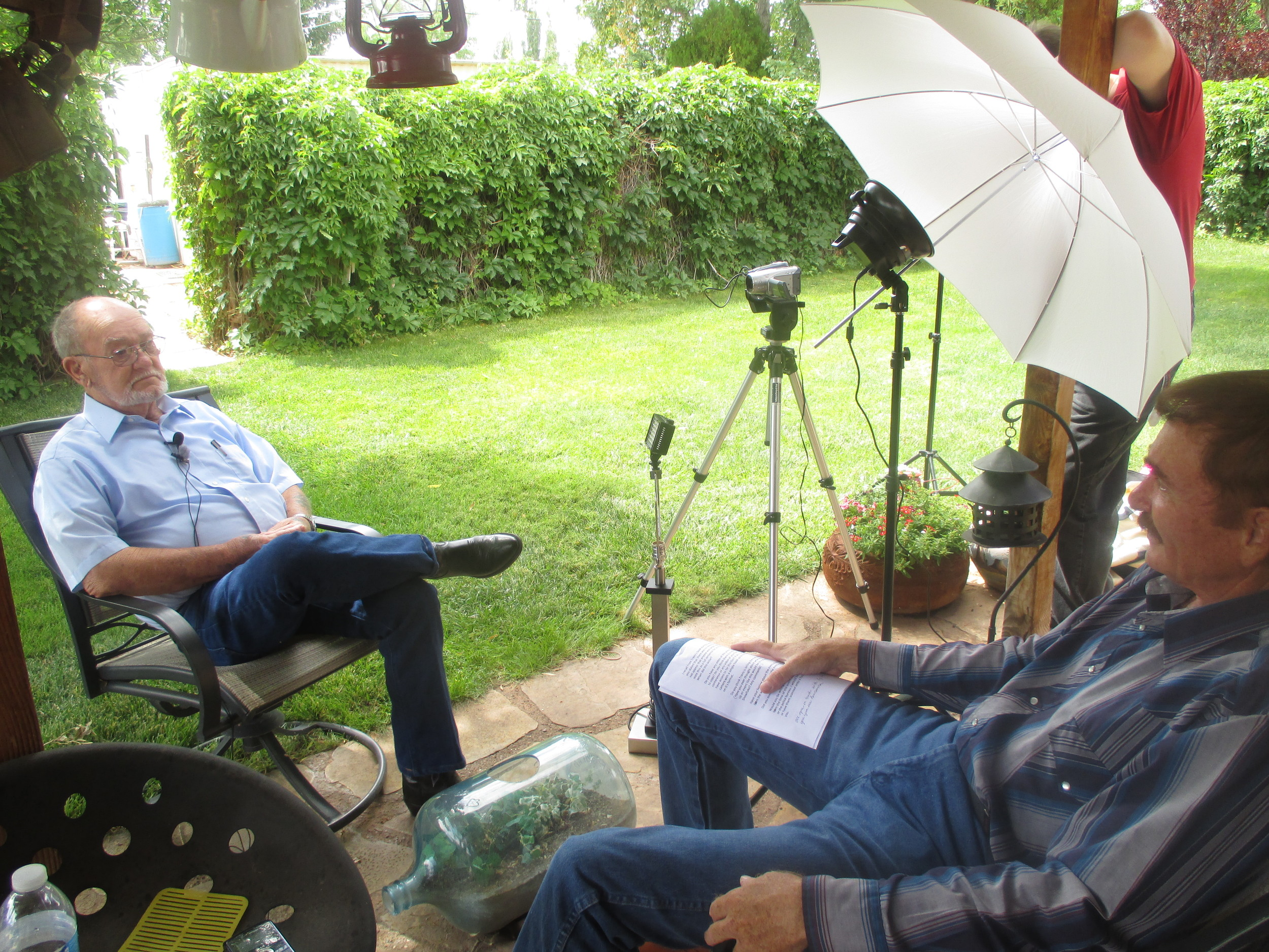 Travis Walton conducting an interview with Sheriff Marlin Gillespie in Holbrook, Arizona, August 2014.  Photo courtesy of  OnWinges Productions.
