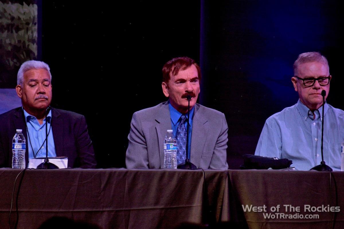 Panel Close-up: Rey Hernandez, Travis Walton, Whitley Strieber. Contact In The Desert 2019.