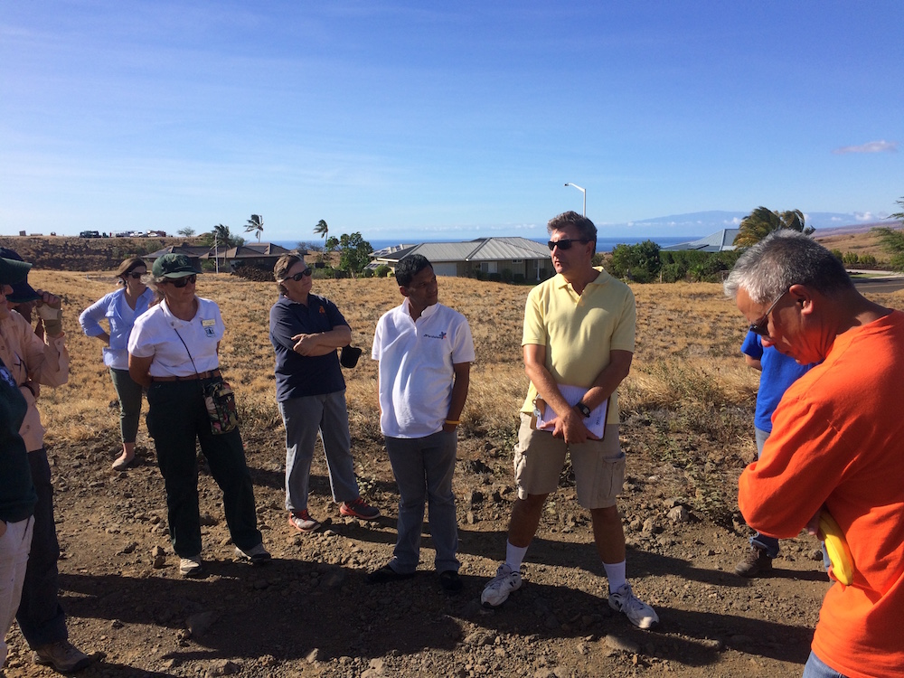 Mark Gordon talks to field tour participants on behalf of Waikoloa Fire Management Action Committee.