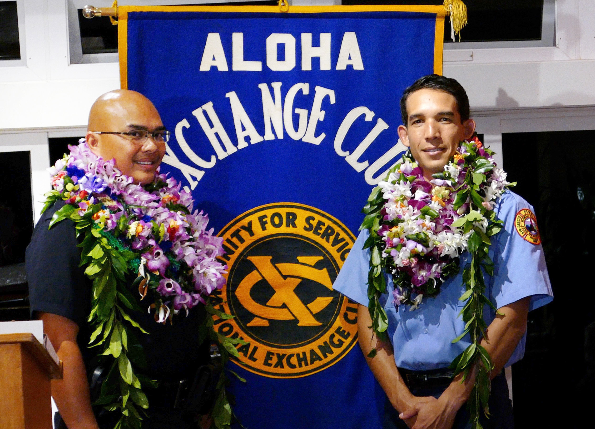 Officer Conrad Bidal (L) Firefighter/EMT Kainoa Willey (R). Credit: Hawaii 24/7