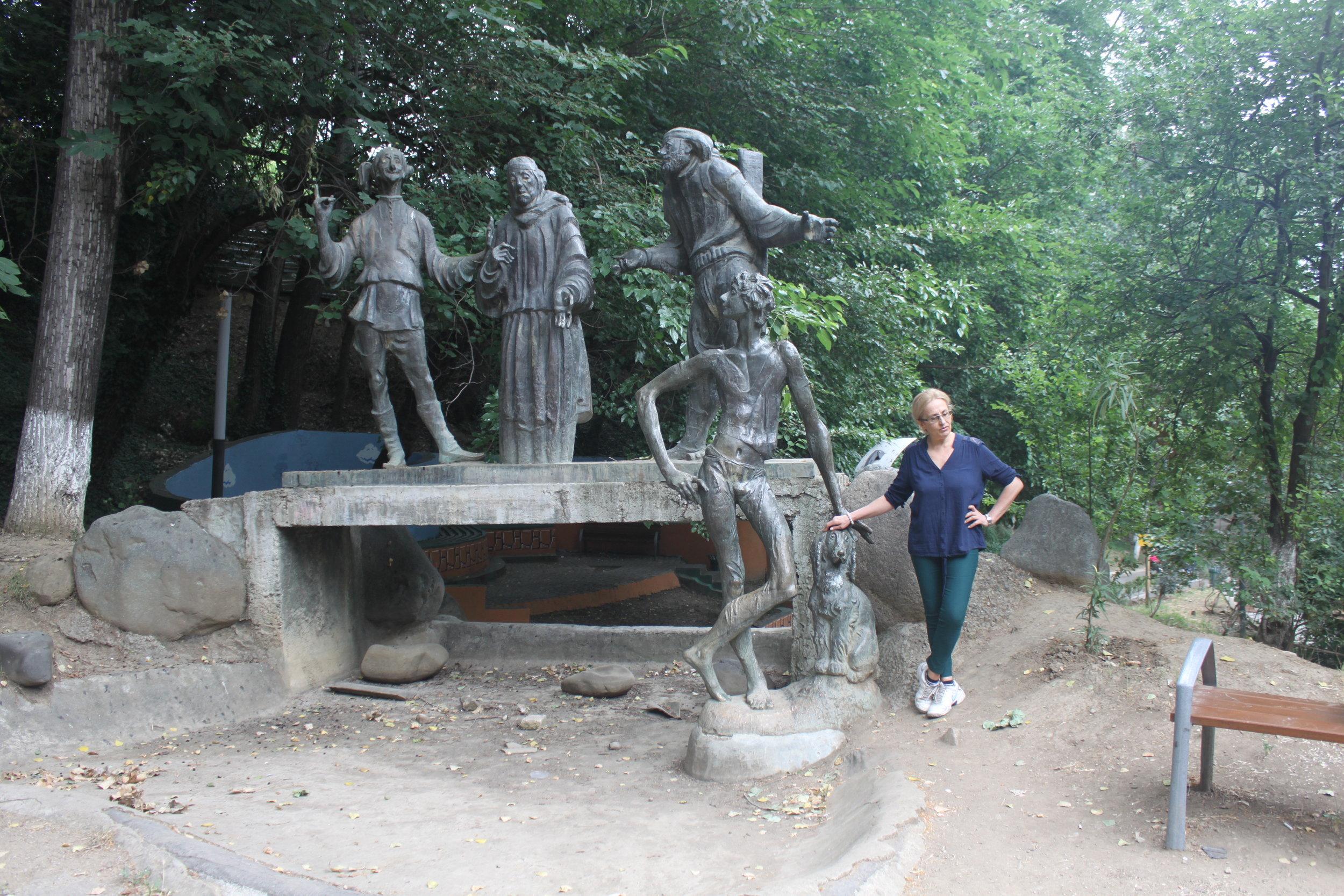 Скульптурная композиция в парке имени писателя: Зурико, его бабушка, Илико, Илларион и собачка Мурада