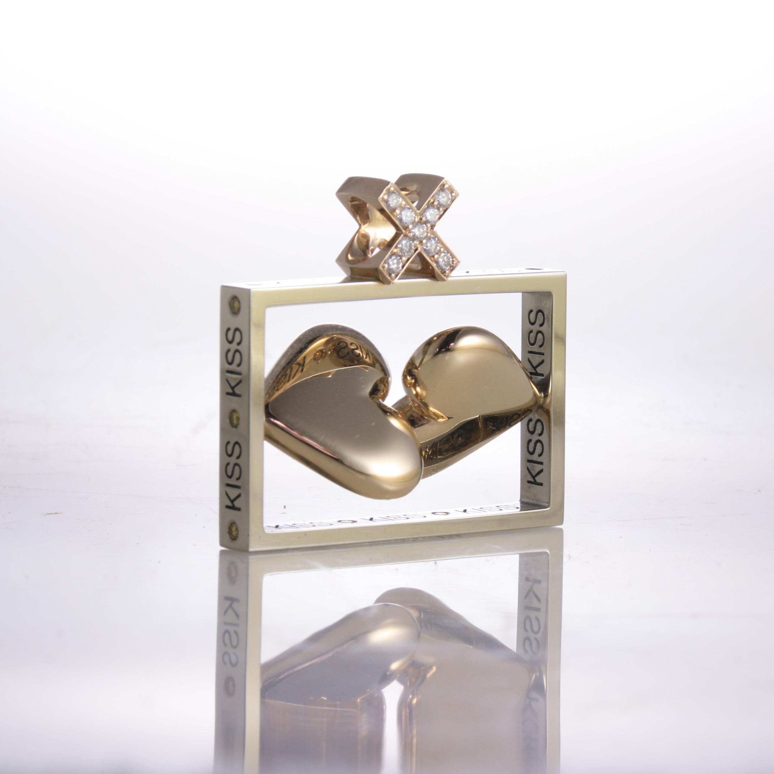 Kiss Pendant   white gold, yellow gold, diamonds