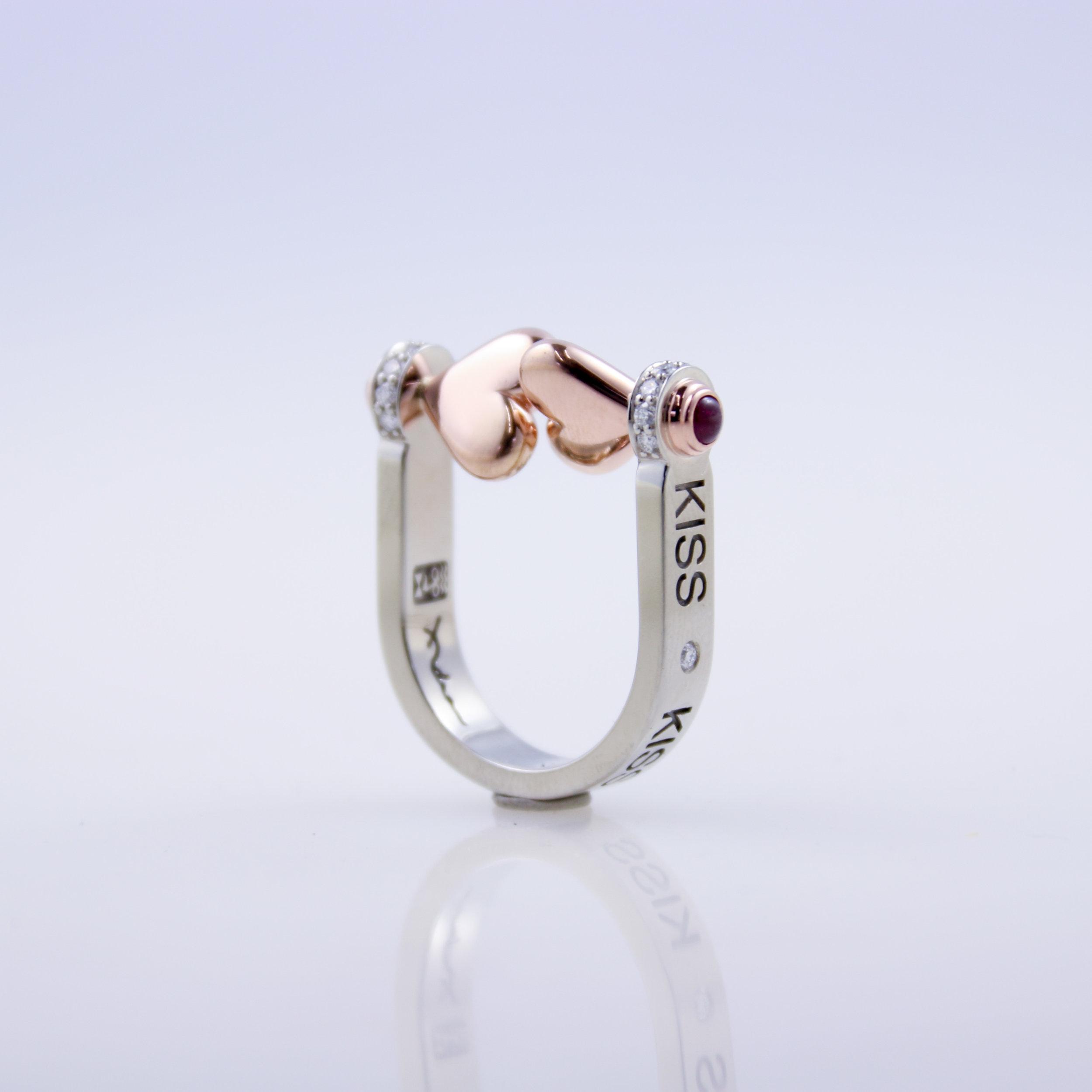 Kiss Ring   white gold, rose gold, garnet