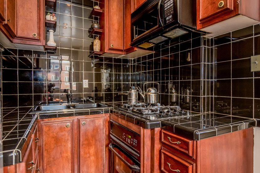 013-Kitchen-1404670-mls.jpg