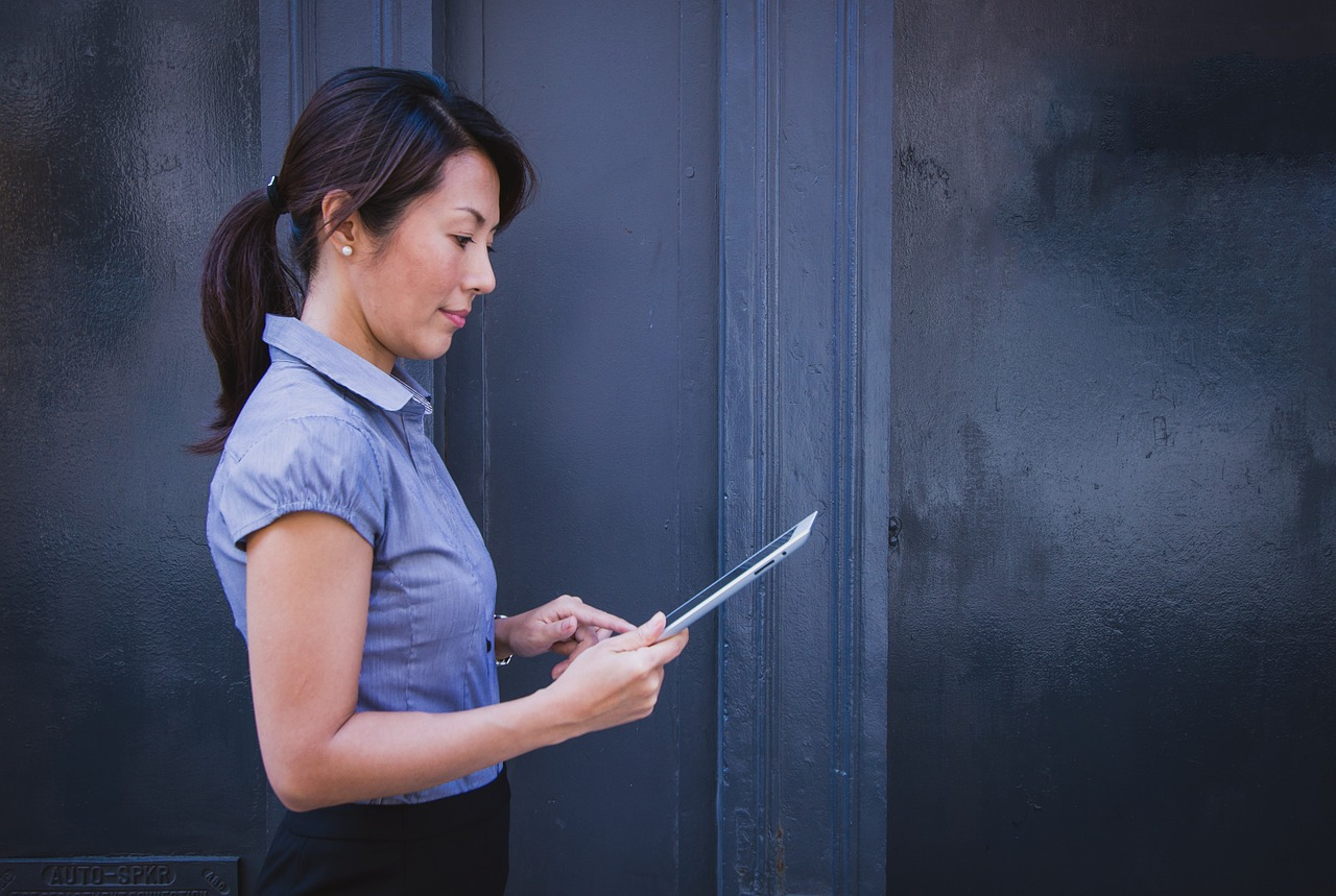 When selling your home, there are plenty of smart phone and tablet applications that can help you navigate the process.