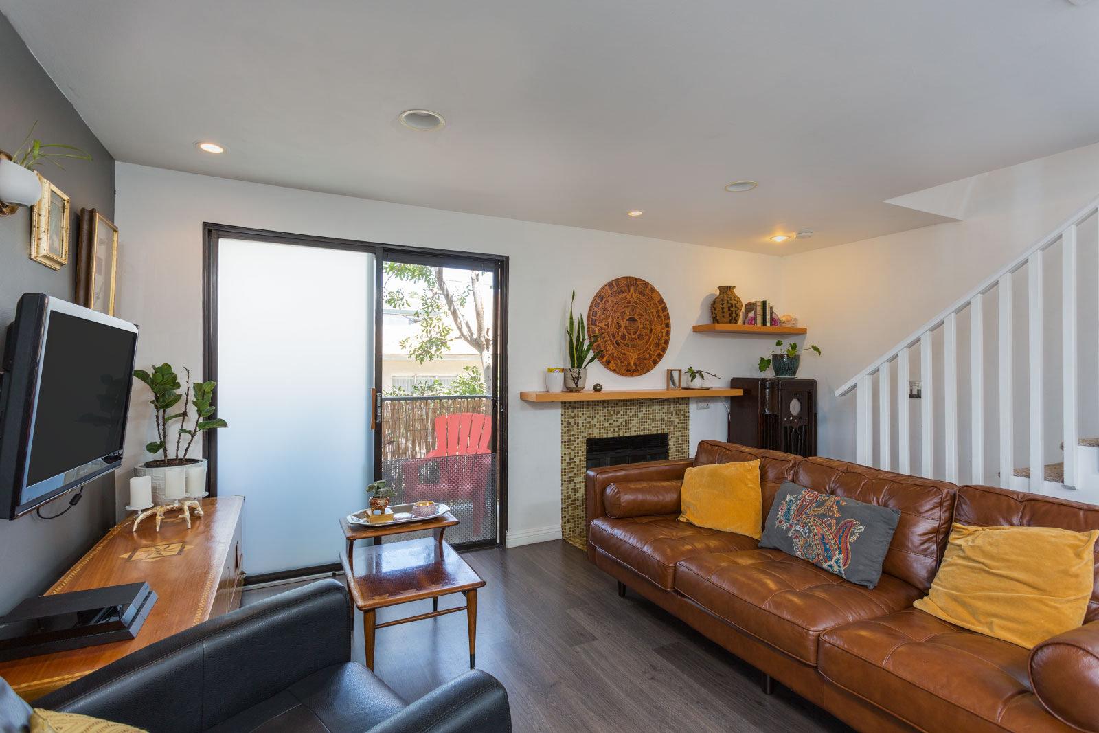 1600 REDONDO AVE. #10 LONG BEACH, CA 90806   2 Bed/1.5 Bath/ 815 sq ft