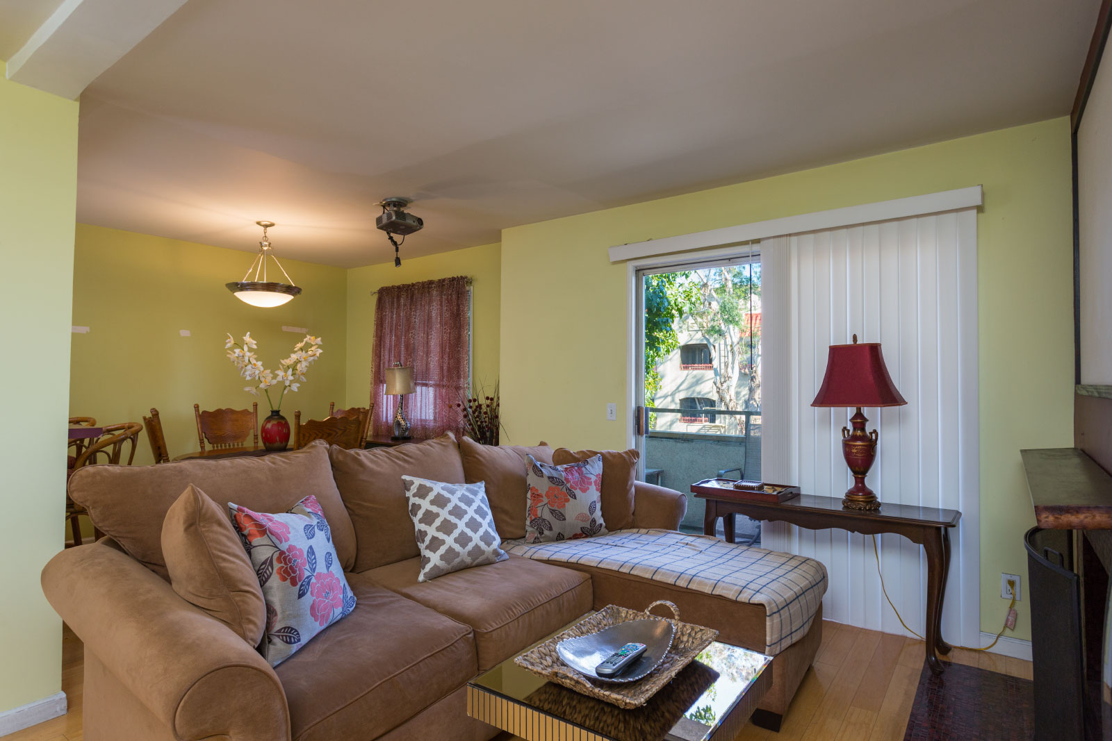 645 CHESTNUT AVE #214 LONG BEACH, CA 90802   2 bed / 2 bath / 963 sq ft