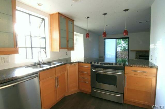 1600 redondo #10 LONG BEACH, CA 90804  2 bed / 2 bath / 815 sq ft