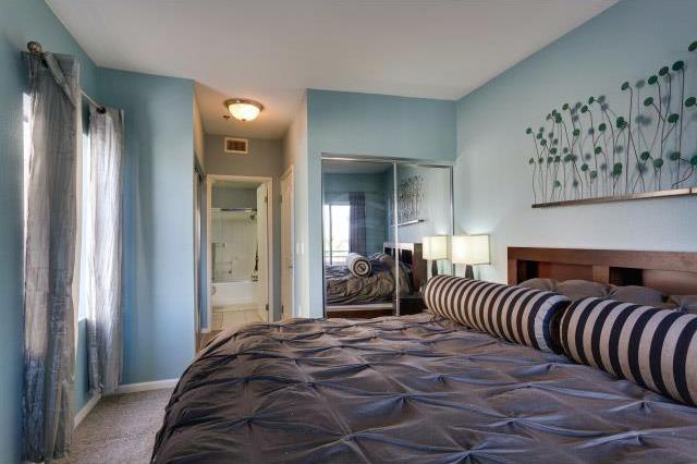 838 Pine #218 LONG BEACH, CA 90813  2 bed / 2 bath / 930 sq ft