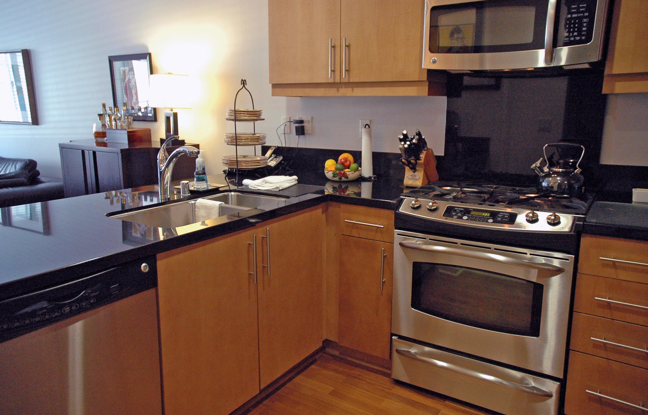 211-kitchen_edited-1_7269531576_o.jpg