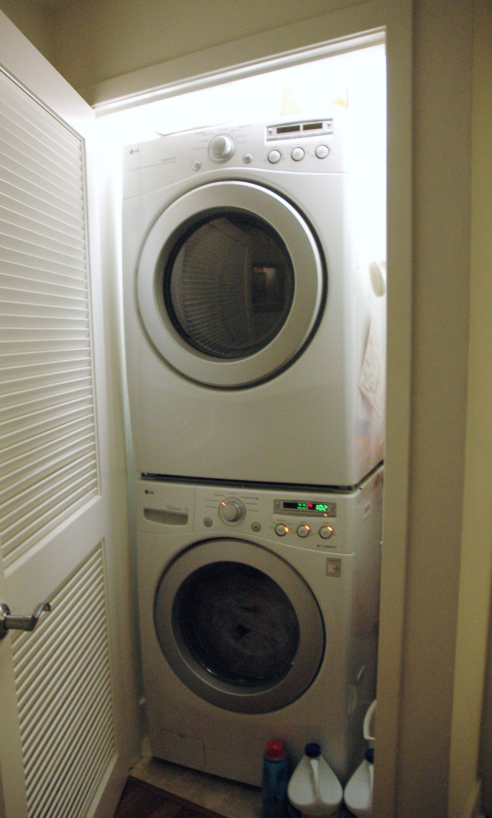 211-laundry_edited-1_7269532810_o.jpg