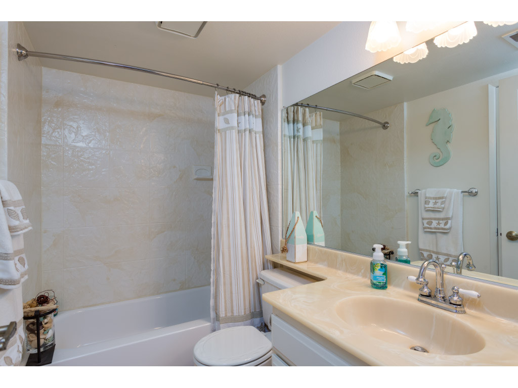 downstairs-bathroom_16332319398_o.jpg
