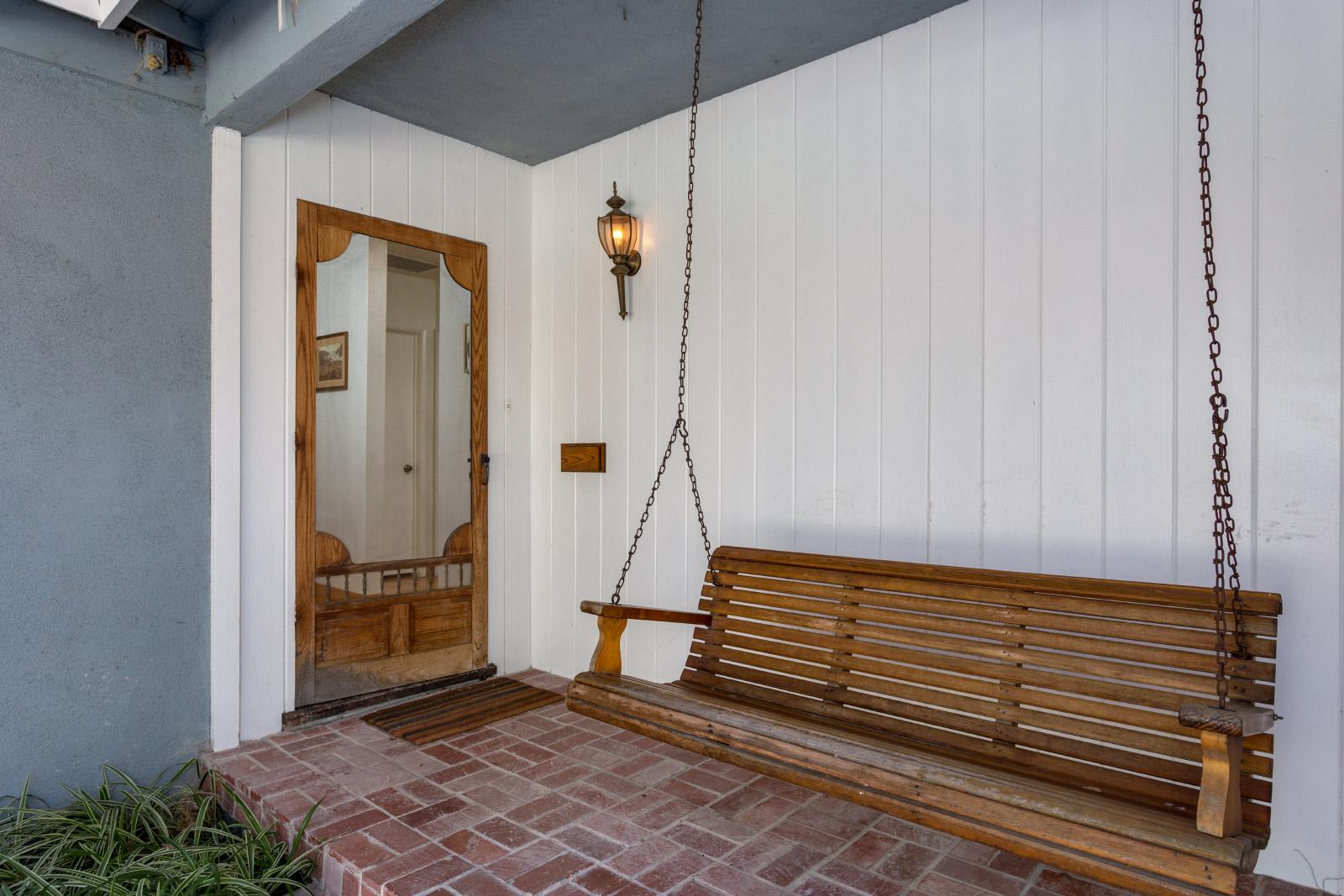front-porch_16148380753_o.jpg
