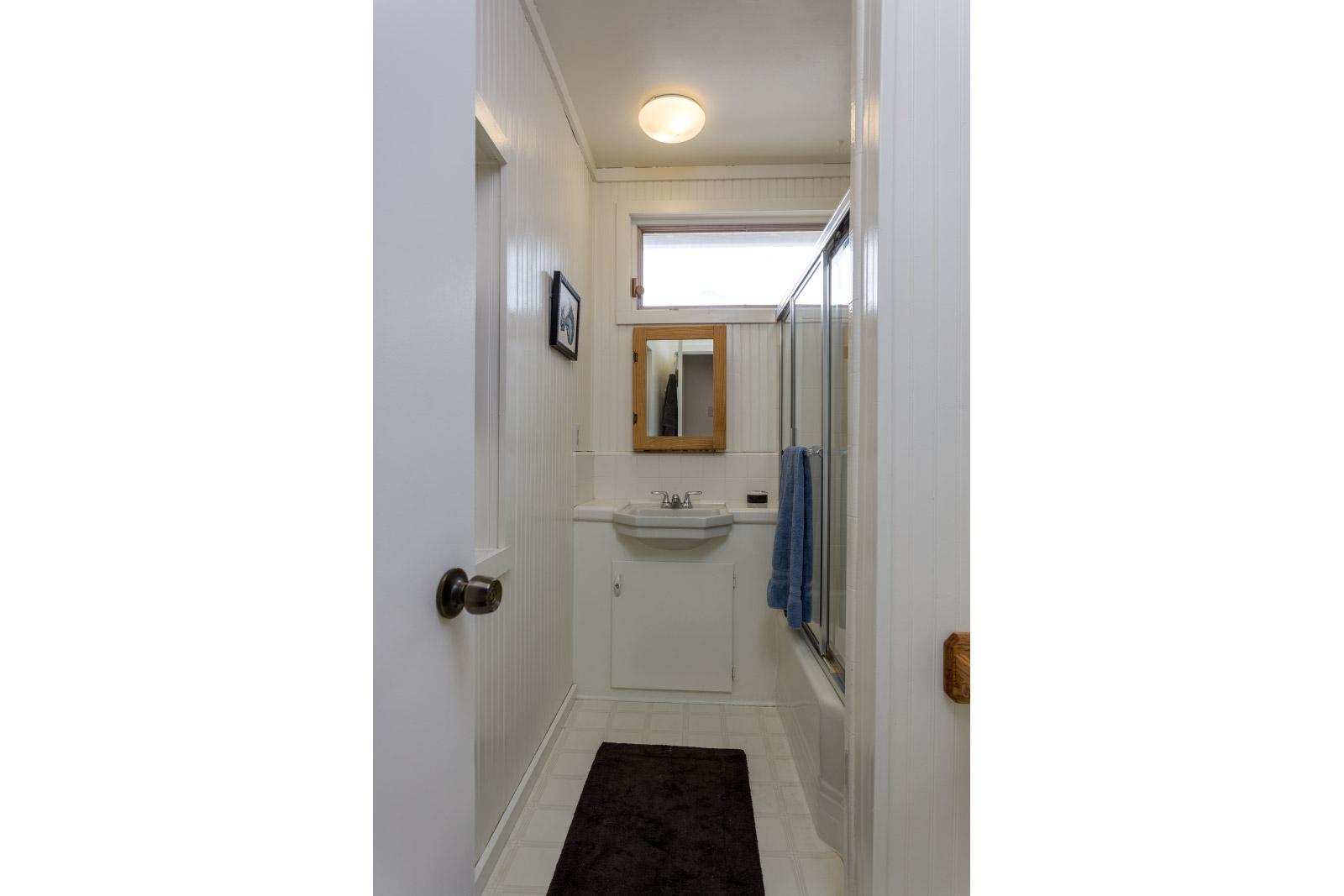 hallway-bath2_16148380273_o.jpg