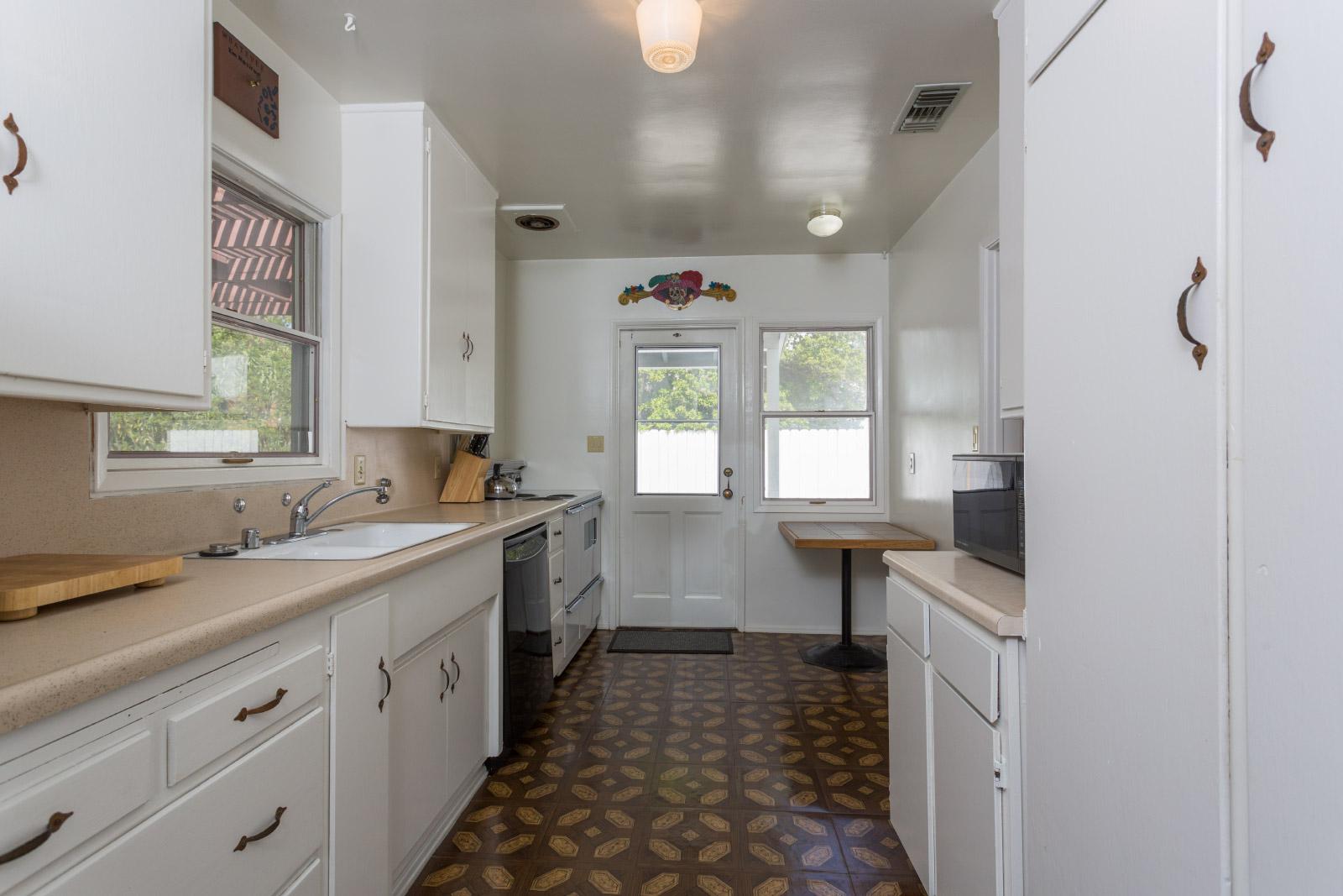 kitchen_16768303165_o.jpg