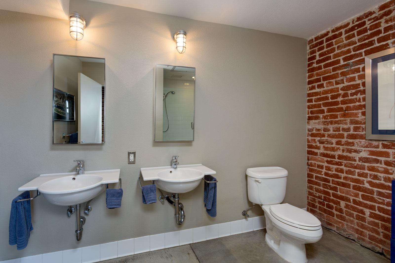 master-bathroom_12844275643_o.jpg