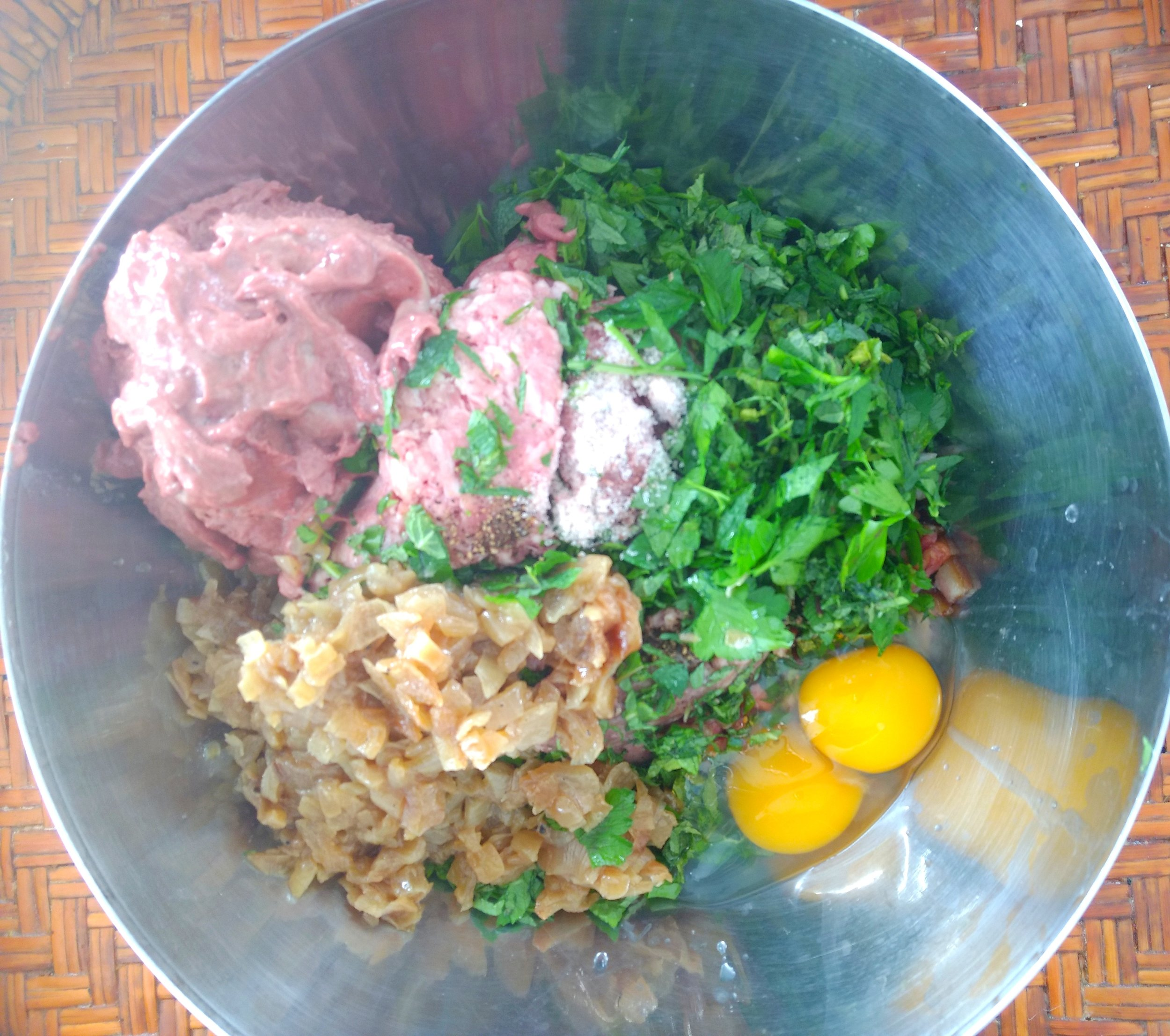 2- In a large bowl, add the lamb,liver, bacon, caramelized onions, parsley, mint, egg and the remaining ½ teaspoon salt. Mix well with hands until combined.