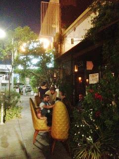 Yum+Du+Jour+Elf+Cafe+Outside+(Copy).JPG