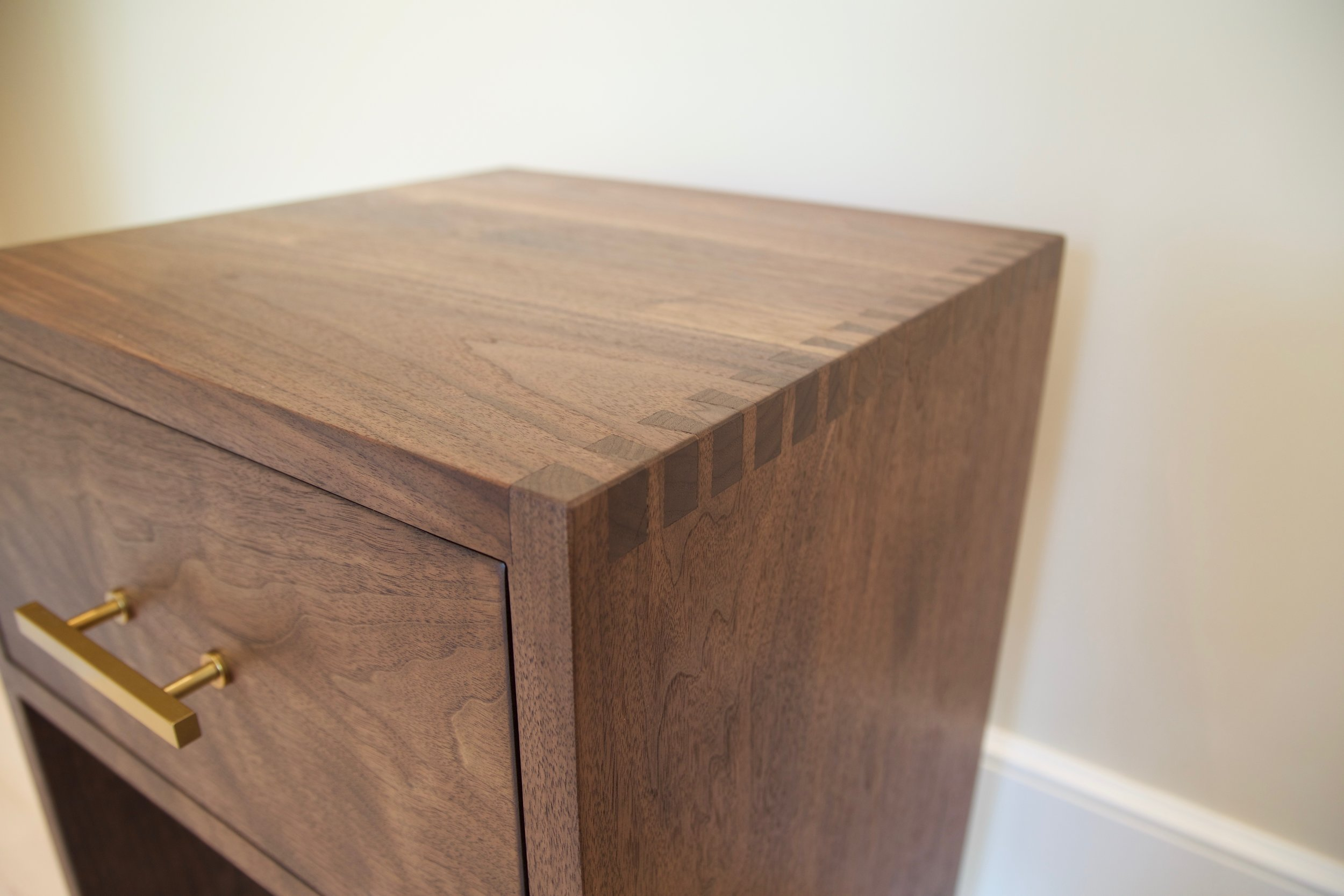 MV_Walnut_end_Table_2.jpg