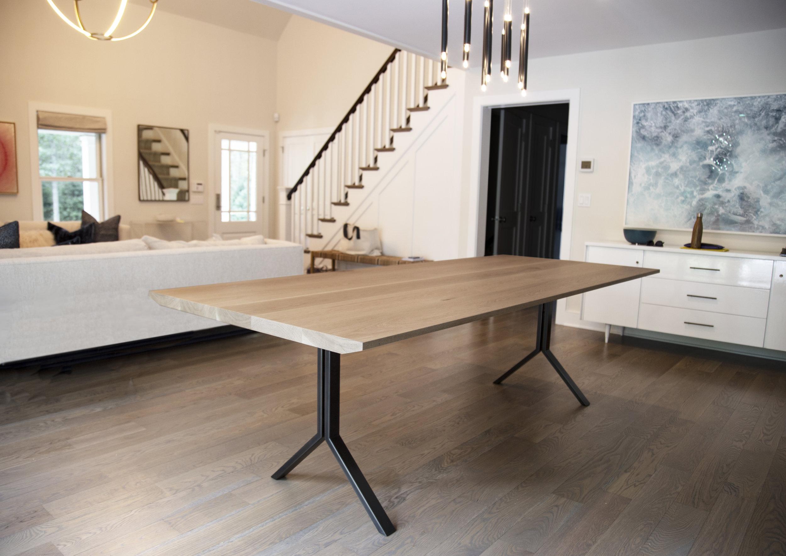 Huntington_Oak_Dining_Table_1.jpg