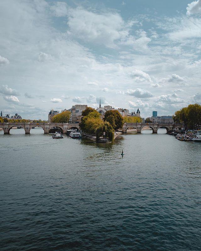 Pont Neuf. . . . #paris #pontneuf #france #laseine #eurotrip #europetravel #leicaq #leica #leicaq2 #frenchlife #france_vacations #summertime #roamtheplanet #travelphotography #travelgram #bluesky