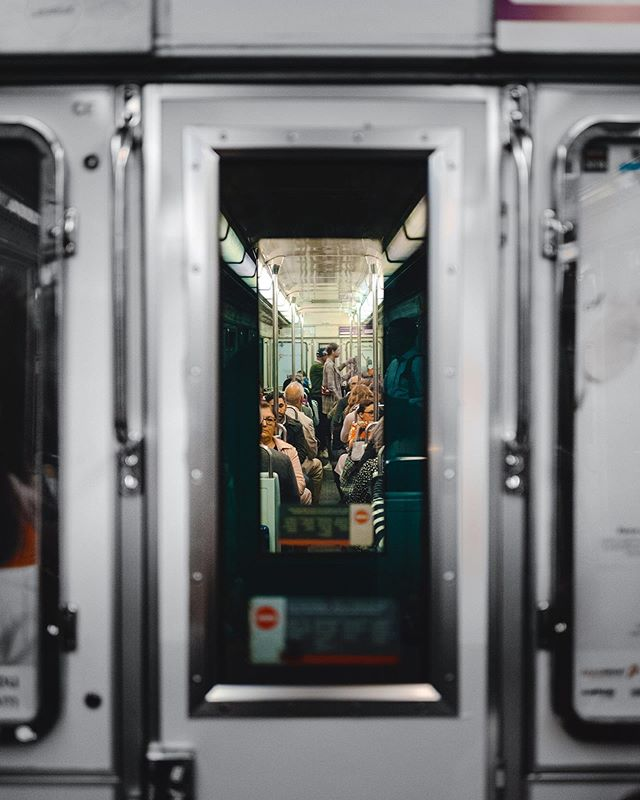 Sur el metro. . . .  #paris #pontneuf #france #laseine #eurotrip #europetravel #leicaq #leica #leicaq2 #frenchlife #france_vacations #summertime #roamtheplanet #travelphotography #travelgram #train #metro #underground #parismetro #metropolitan #commute