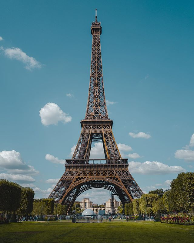 Cliché. . . . #paris #toureiffel #france #bluskies #leica #leicaq #leicaq2 #dynamicrange #28mm #landscape #eurotrip #europetravel #europe_greatshots #bluesky #postalcard #vacay #favoritecity