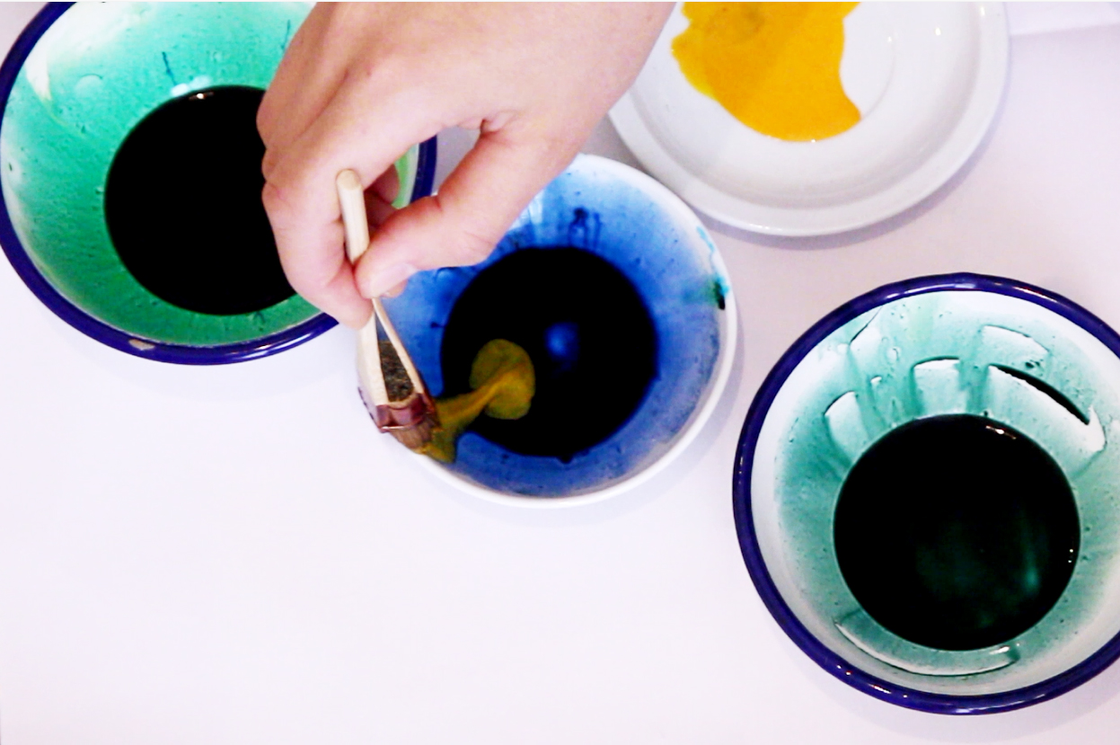 mixing dye colours