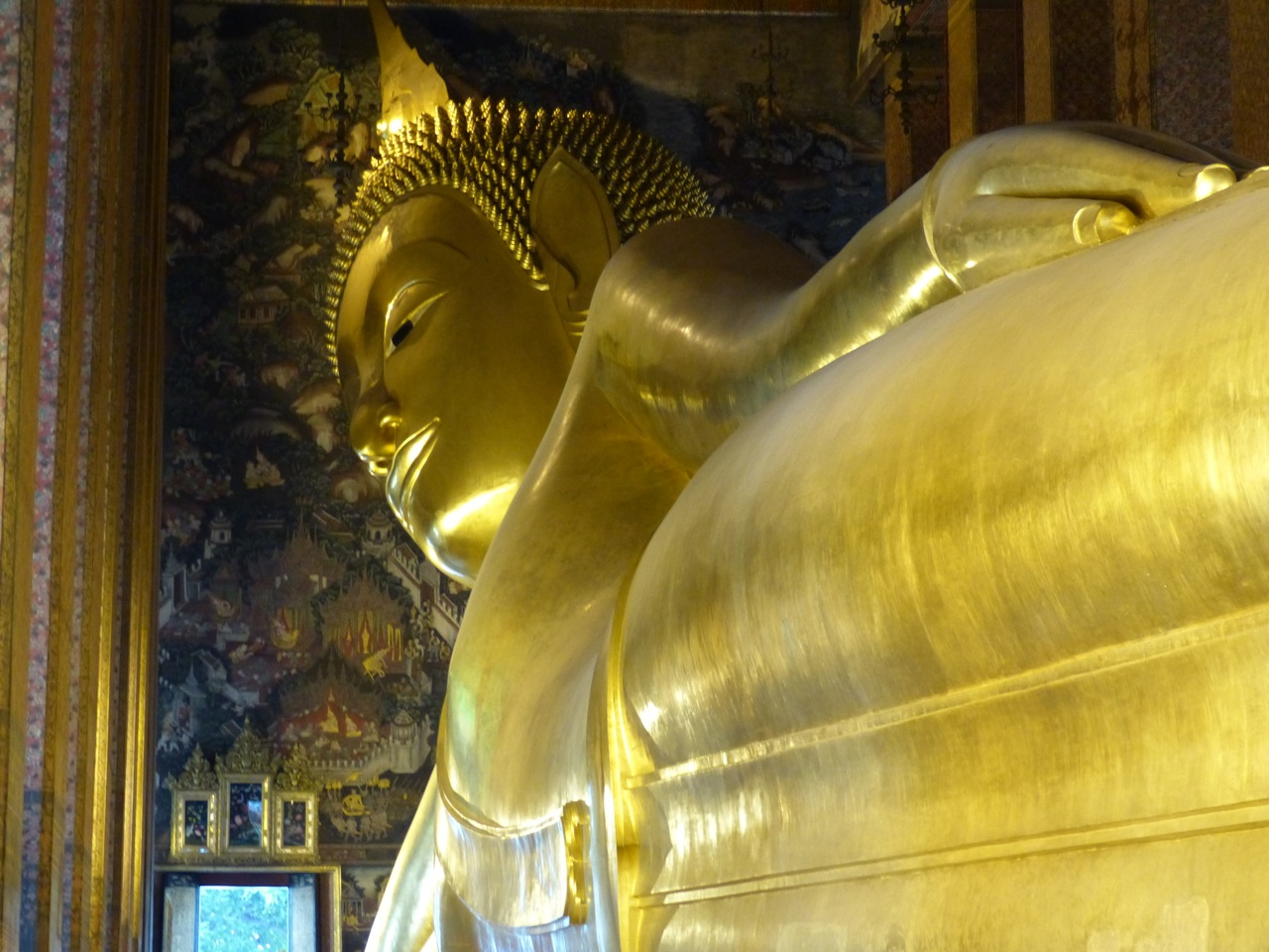 Reclining Buddha:  so big that he's hard to photograph...