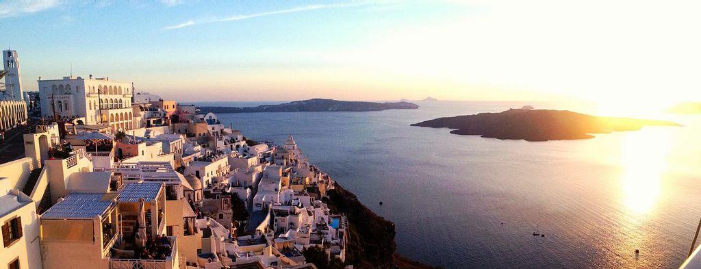 Satorini-Greece_sailing-holidays-off-the-beaten-tack