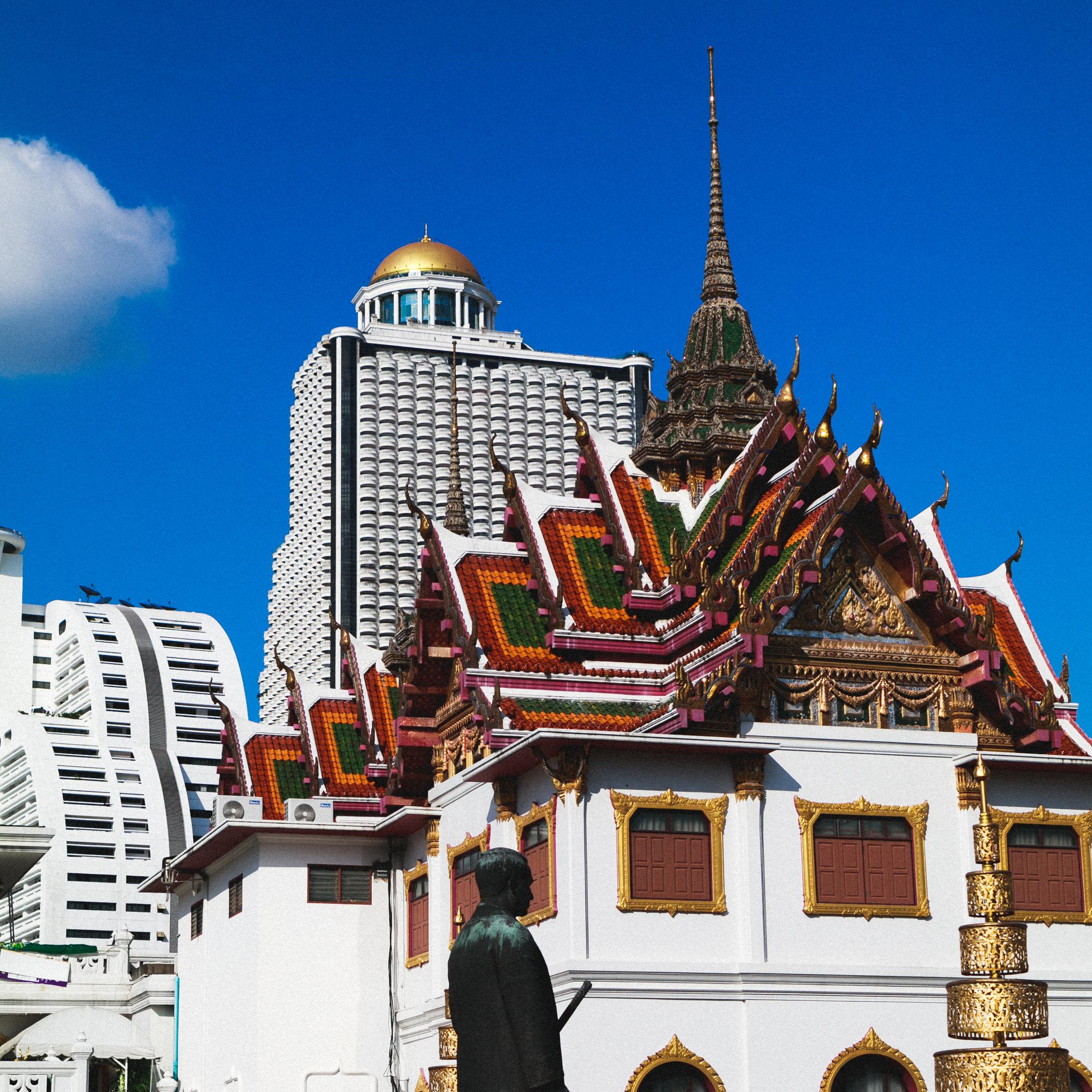State Tower behind Wat Yannawa