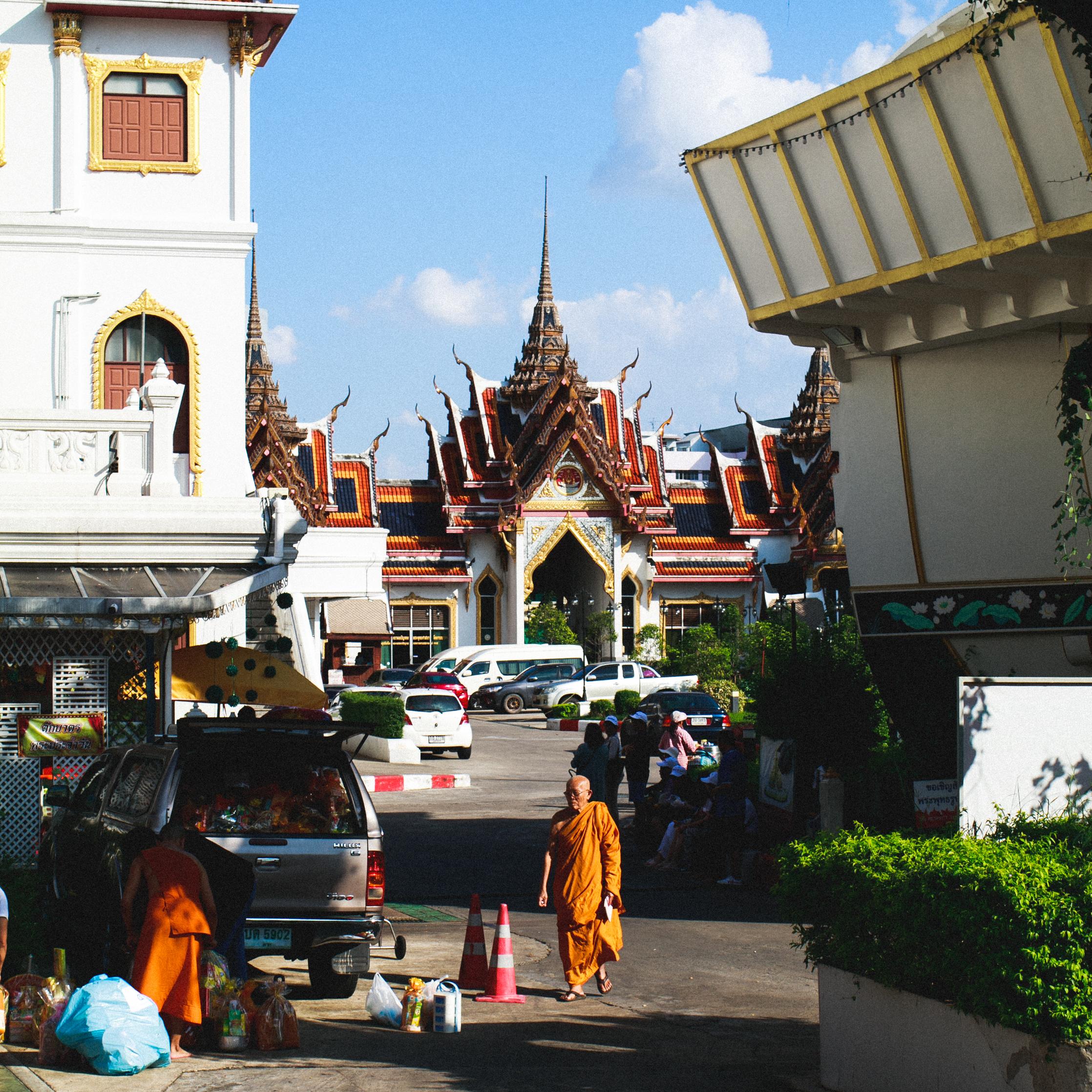 Monk in Wat Yannawa