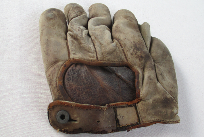 sean-kane-Christy-Mathewson-1910-glove.jpg
