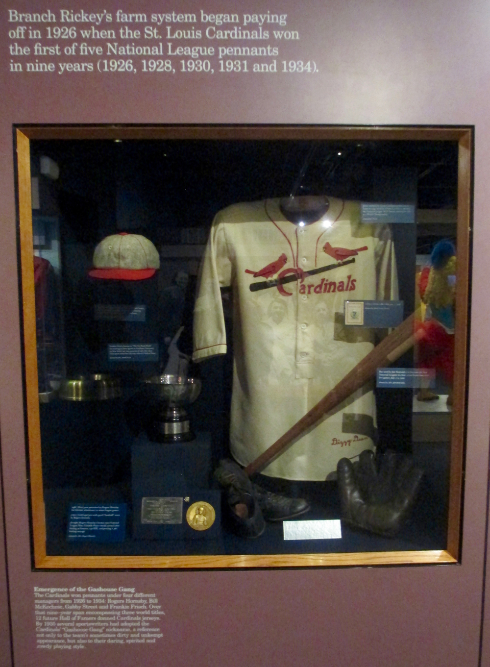 Dizzy-Dean-Hall-of-Fame-display.jpg