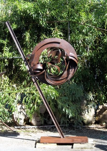 Curved Circle Steel h 8' 6'' w 5' 6'' d 2 '