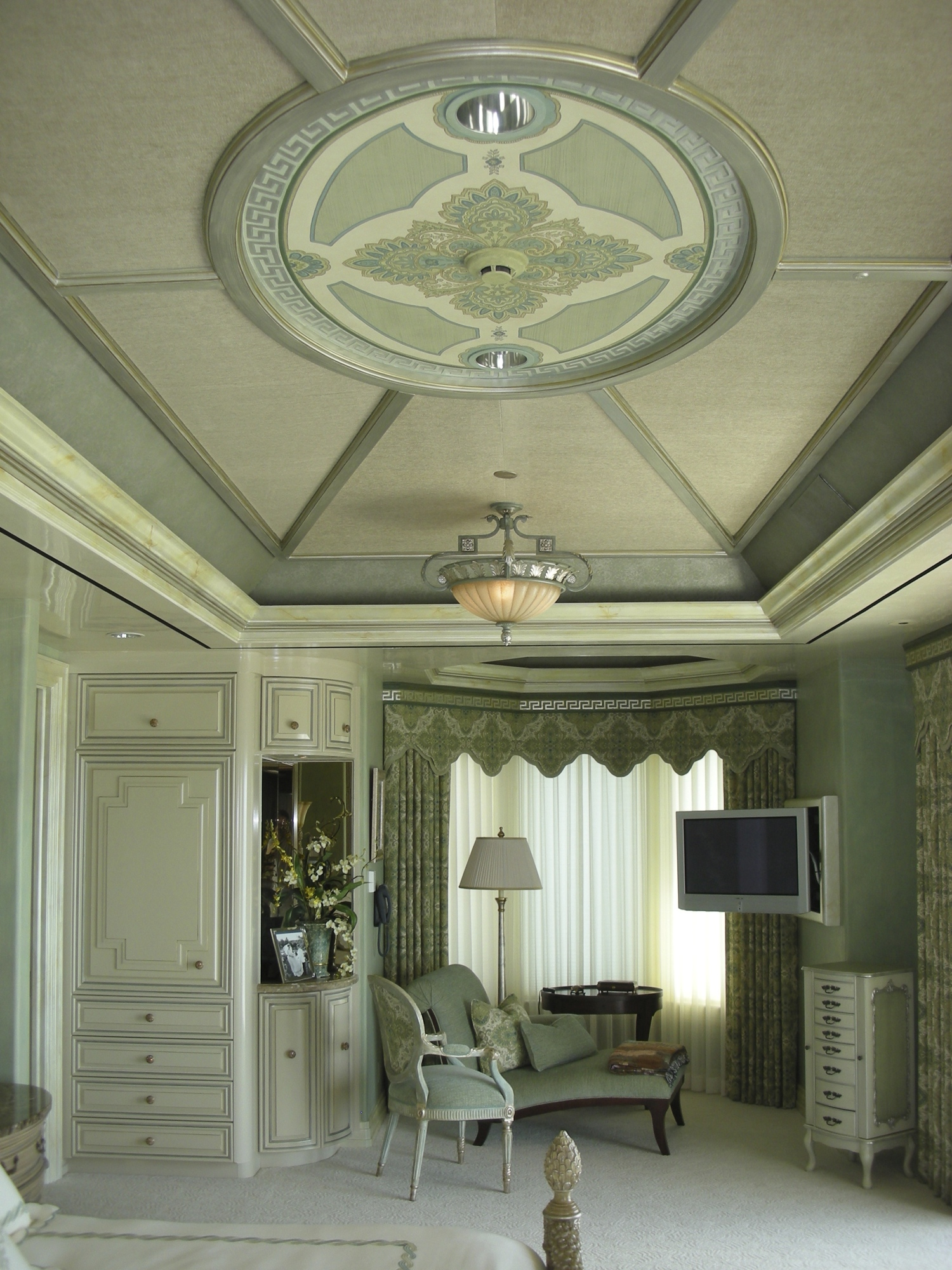 Painted Ceiling and Silver Fret