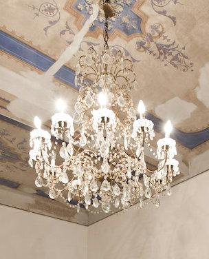 Деталь расписной потолок