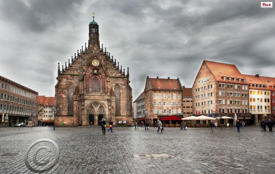 Regensburg Christmas Market Square.jpg