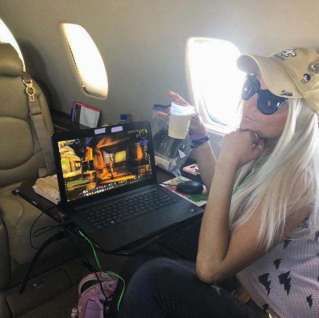 Leveling my Priest at 40,000 feet in the air. #wowclassic #Heartcore